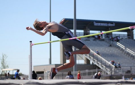 Track places second and sixth at Gardner-Edgerton meet