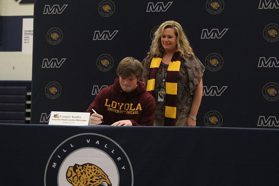 Senior+Cooper+Kaifes+signs+to+play+basketball+at+Loyola+University+Chicago.