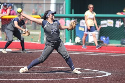 Softball splits double-header against Blue Valley