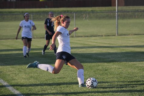 Girls soccer defeats Olathe West 4-0 in first game of season