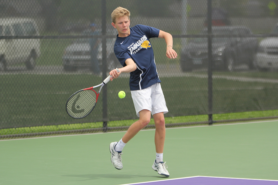 In+the+first+set+of+his+doubles+match+with+senior+Landon+Butler%2C+senior+Erich+Schulz+hits+using+his+forehand.