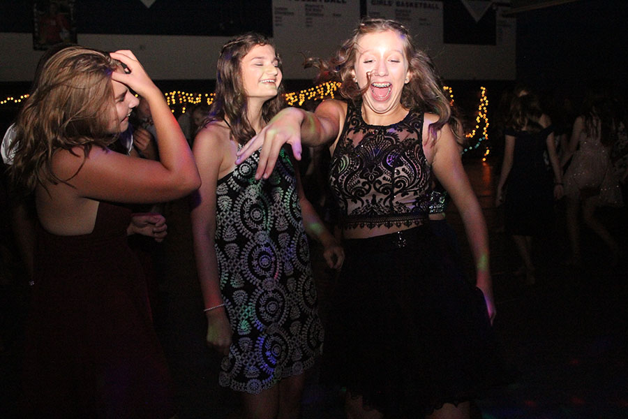 A+group+of+students+dance+to+the+music+during+Saturday%27s+homecoming+dance.+