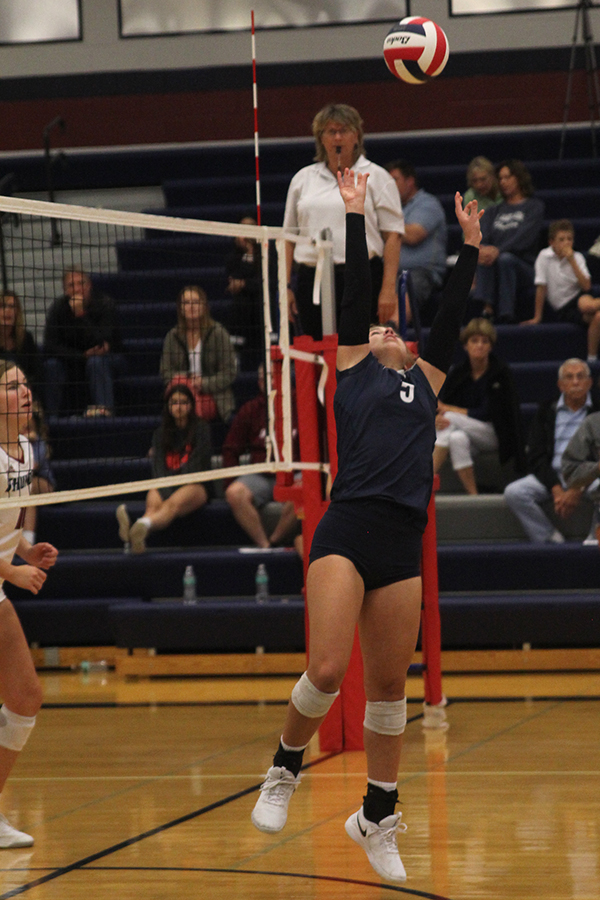 Sophomore+Anna+Judd+sets+the+ball+for+her+teammate+to+hit.+