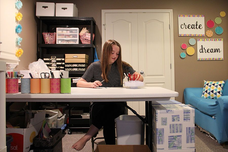 While+in+her+at+home+workspace+on+Sunday%2C+Sept.+9%2C+sophomore+Madison+Larson+creates+different+types+of+jewelry+to+sell+on+her+Etsy+site.+%E2%80%9CRight+now+I+sell+in+person+at+craft+fairs%2C+and+I+also+sell+to+my+friend+and+families+in+person%2C%E2%80%9D+Larson+said.
