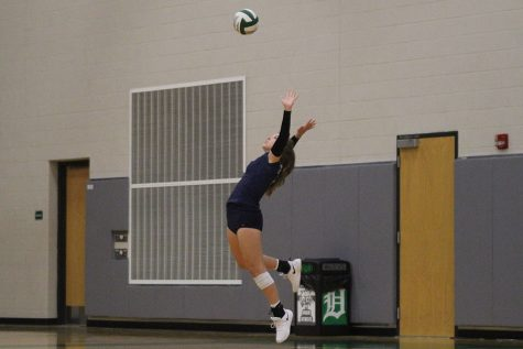 Volleyball falls to De Soto in a five-set match