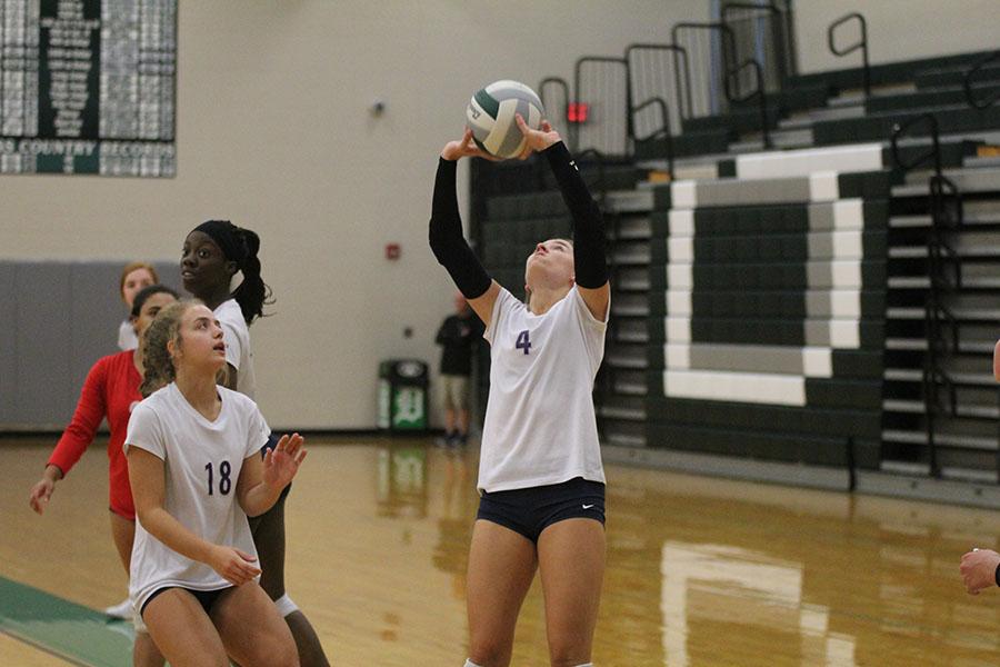 Setting+the+ball+to+her+teammates%2C+junior+Emma+Fox+prepares+an+assist.