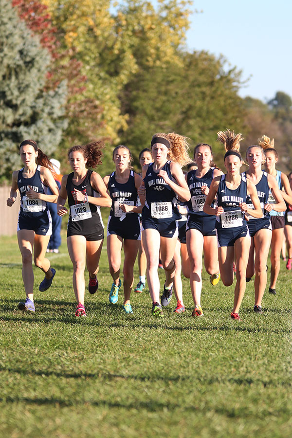 Leading+the+pack+of+runners%2C+the+girls+prevent+the+other+competitors+from+getting+to+the+front.