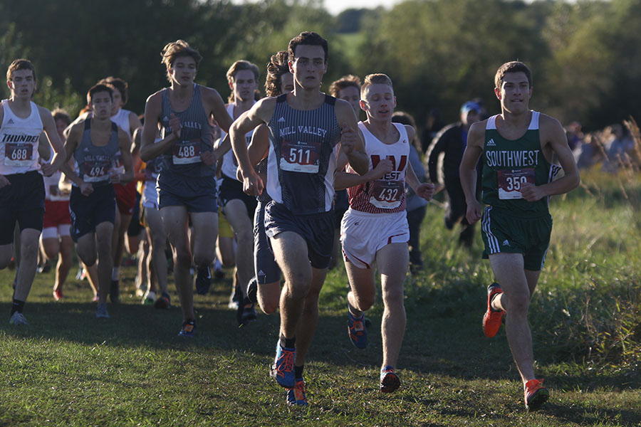 Starting+off+the+race%2C+senior+Matt+Turner+keeps+his+pace+to+stay+ahead+of+following+runners.