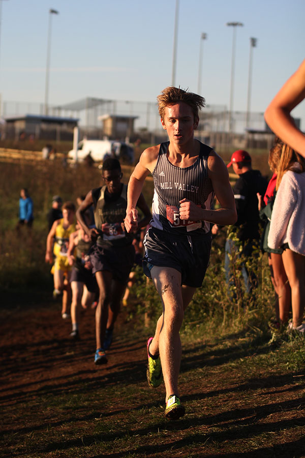 With+a+steady+pace%2C+sophomore+Carsyn+Turpin+makes+his+way+up+a+steep+hill+during+the+second+lap+of+the+race.