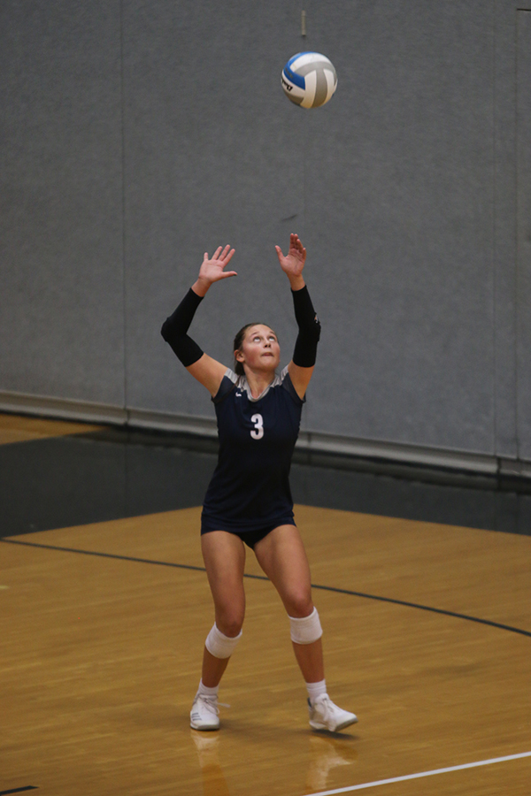Watching+the+ball+in+the+air%2C+sophomore+Jaden+Ravnsborg+gets+ready+to+serve+the+ball.