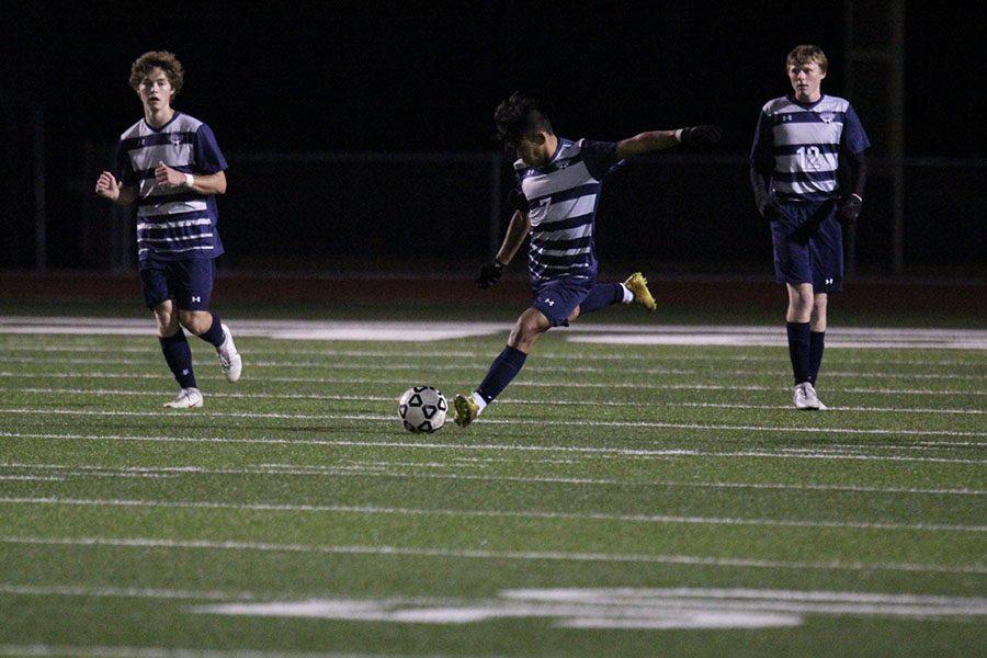 Boys soccer defeats Blue Valley North 2-0 on senior night