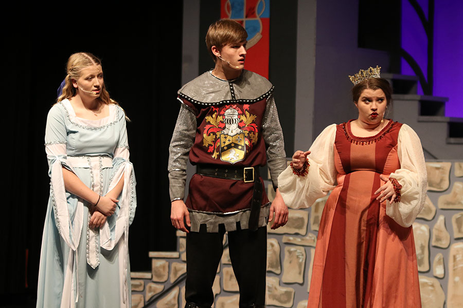 As+the+king+and+queen+argue%2C+the+knight%2C+played+by+senior+Blake+Aerni%2C+and+princess%2C+played+by+senior+Veronica+Dervin%2C+listen+to+them.+