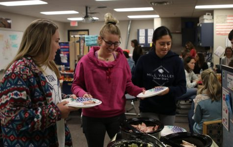 Peers in Learning students host annual Thanksgiving feast