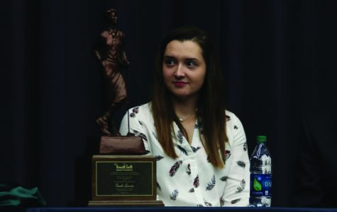 Senior Sarah Lawson receives Kenneth Smith award