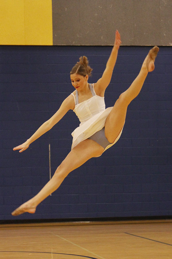 During+her+solo+on+Sunday%2C+Jan.+20%2C+senior+Addie+Ward+leaps+into+the+air.
