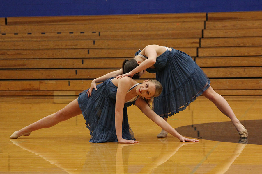 At+the+end+of+their+duo+routine%2C+seniors+Bella+Line+and+Olivia+Augustine+return+to+the+pose+they+started+their+routine+with.+