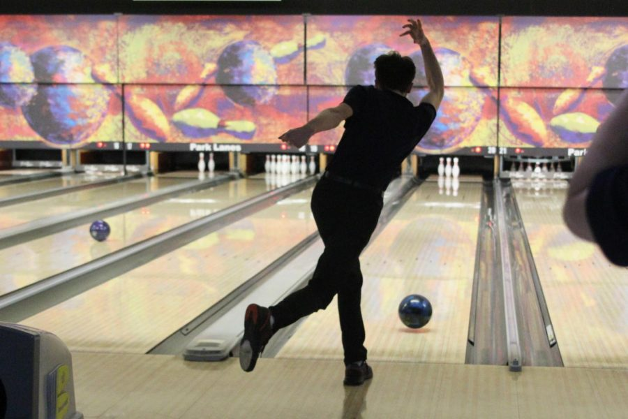 After+throwing+the+ball%2C+senior+Ethan+Lancaster+watches+it+roll+towards+the+pins.