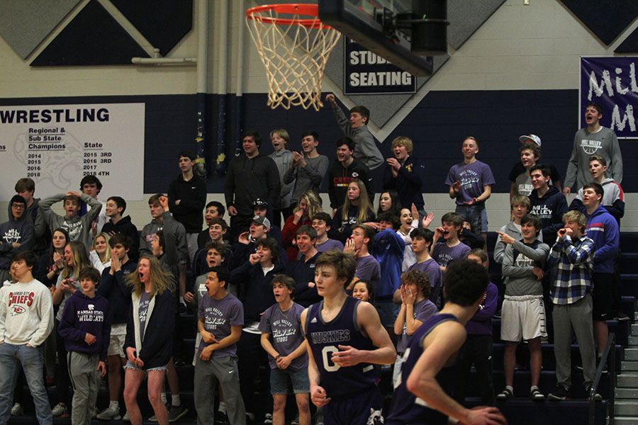 The+crowd+cheers+after+a+basket+from+junior+Braeden+Wiltse.+%0A