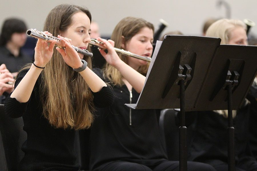 As the notes flow through the air, sophomore Hannah Evans plays the flute during
