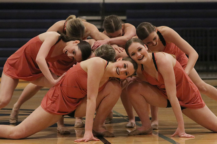 At+the+finale+of+the+sophomore+ensemble+on+Saturday%2C+March+30%2C+sophomores+Lauren+Acree%2C+Jenna+Haase%2C+Lauren+Jarvis%2C+Tyler+Bret%2C+Kenzie+Harris%2C+Kate+Sutton+and+Emily+Gipson+gather+around+each+other.+