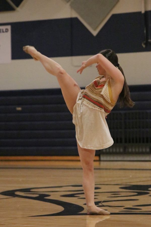 Looking+back%2C+senior+Olivia+Augustine+turns+her+body+during+her+solo+performance+on+Saturday%2C+March+30.