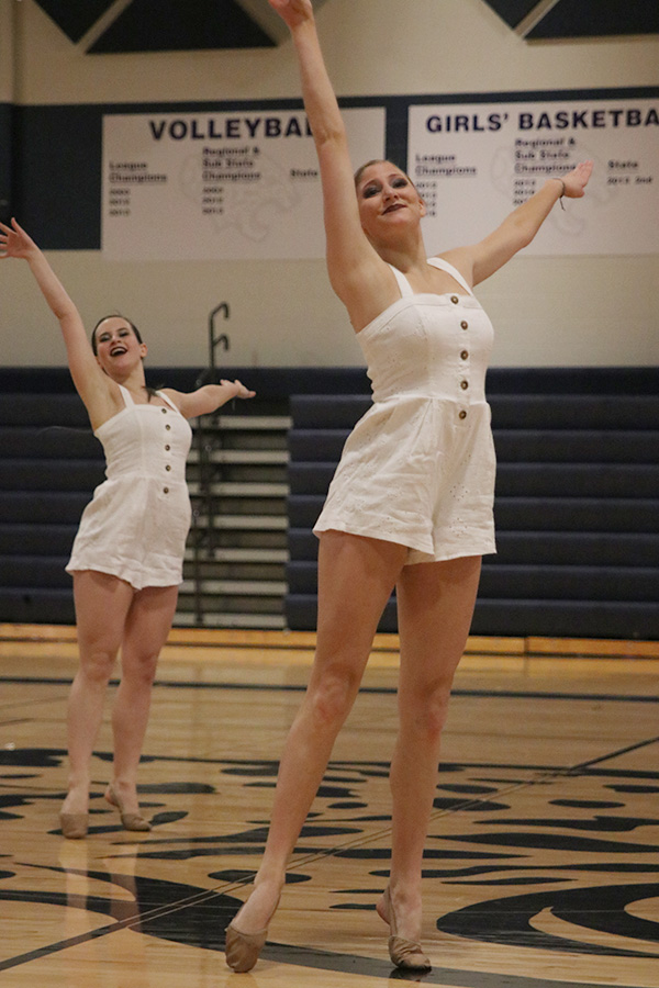 Arms+out%2C+senior+Addie+Ward+performs+in+the+senior+ensemble+on+Saturday%2C+March+30.