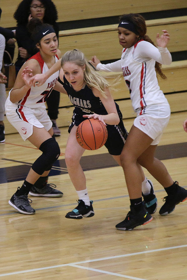 Trying+to+get+to+the+basket%2C+senior+Lexi+Ballard+makes+a+hard+drive+past+defenders.