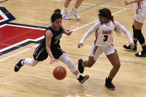 Gallery: Girls Basketball falls to Blue Valley North