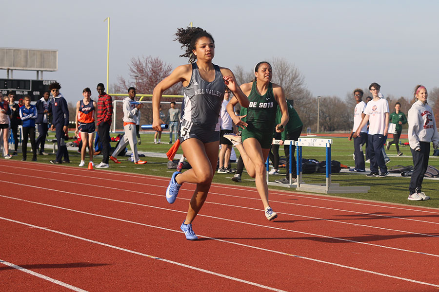 The+last+one+to+run%2C+freshman+Sydnie+Short+competes+in+the+4x1+relay.