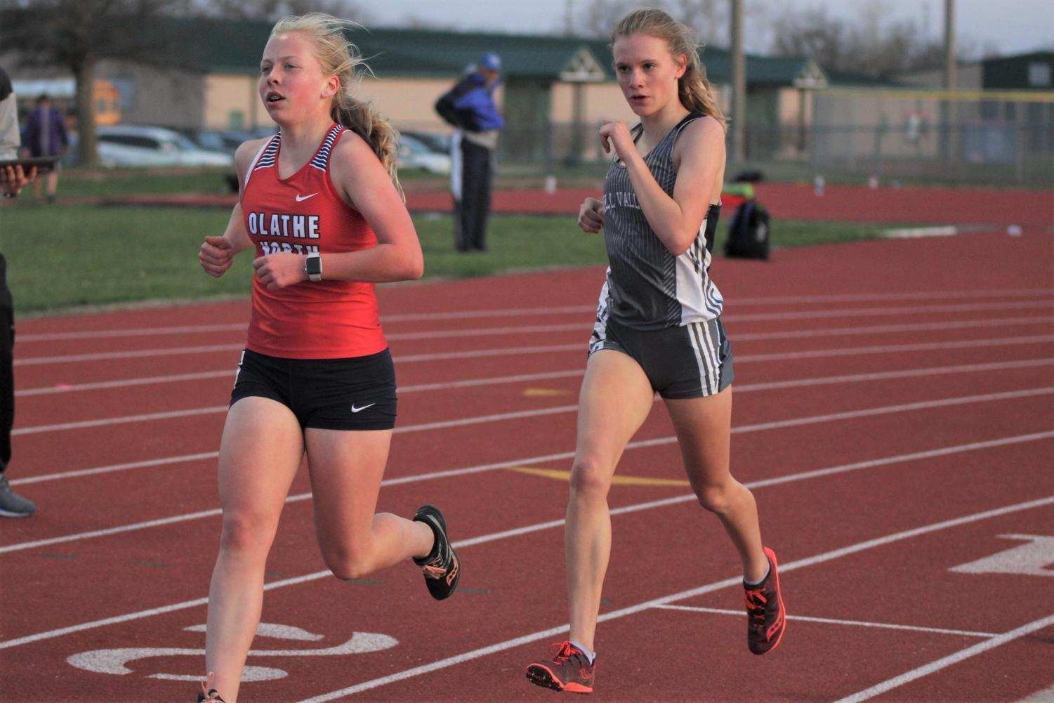 Catching+up+to+her+competitor%2C+freshman+Katie+Schwartzkopf+competes+in+the+3200+meter+race.