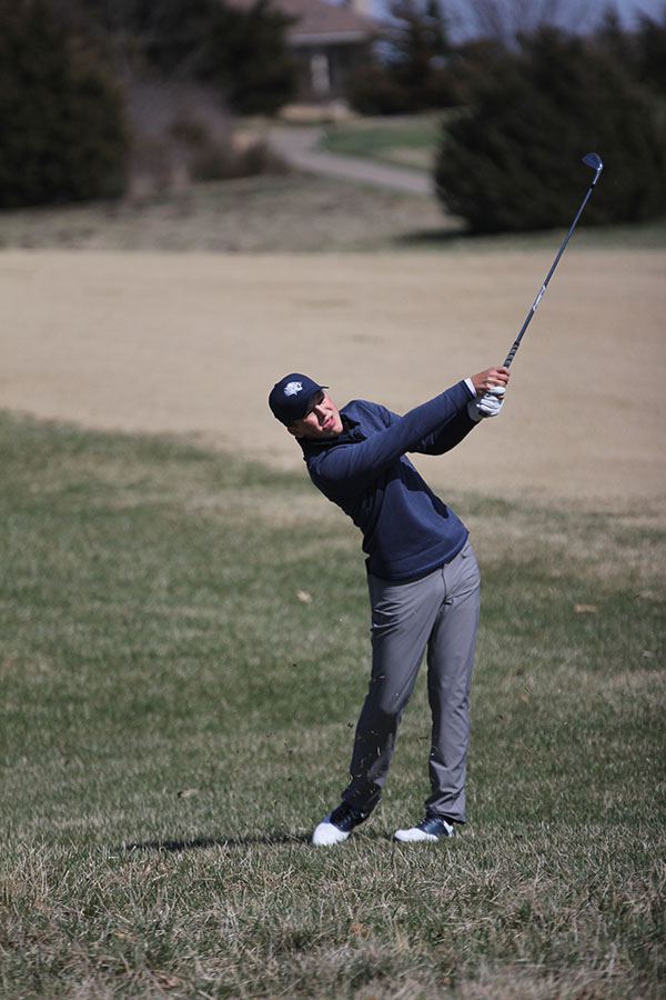 Directing+the+ball+down+the+fairway%2C+sophomore+Nick+Mason+competes+on+hole+15+to+finish+in+9th+at+the+BVNW+Lionsgate+Invitational.