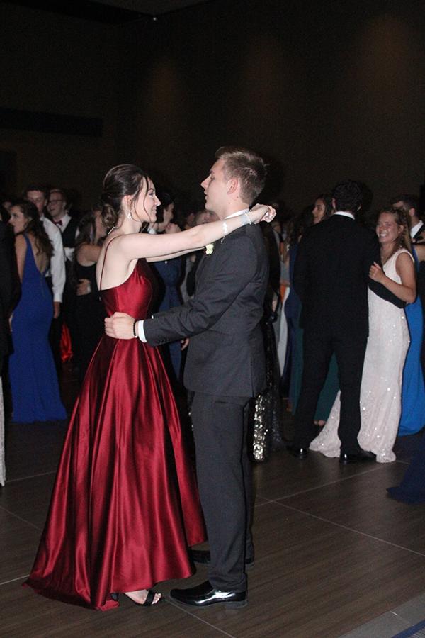 On+the+dance+floor%2C+sophomore+Ella+Greenup+and+senior+Eric+Niewohner+dance+together.%0A