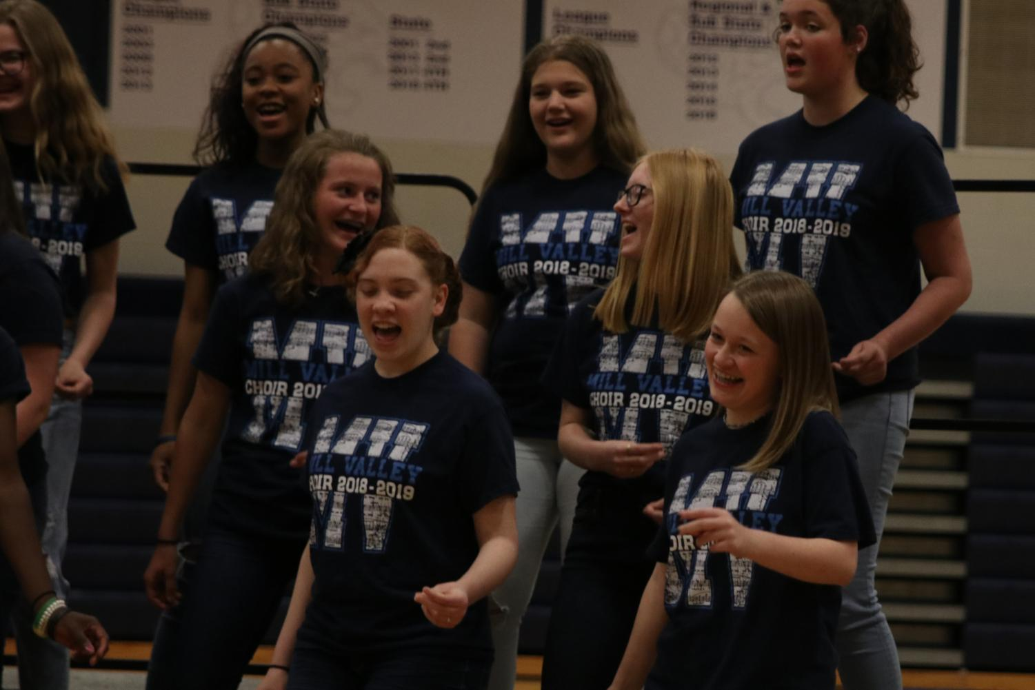 Sophomore+Avery+Hansford+and+members+of+the+treble+choir+snap+their+fingers+to+%E2%80%9CSeasons+of+Love%E2%80%9D+from+the+musical+%E2%80%9CRent.%E2%80%9D++