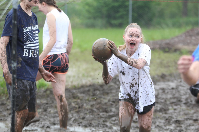Holding+the+ball%2C+freshman+Avery+Davis+gets+splashed+with+mud.
