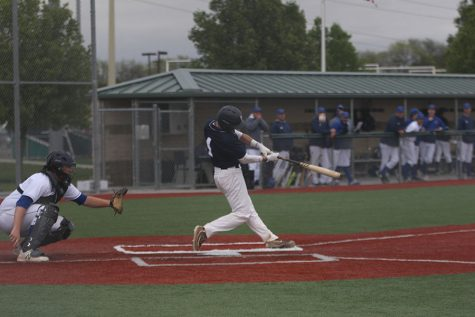 Baseball goes 1-1 against Blue Valley Northwest