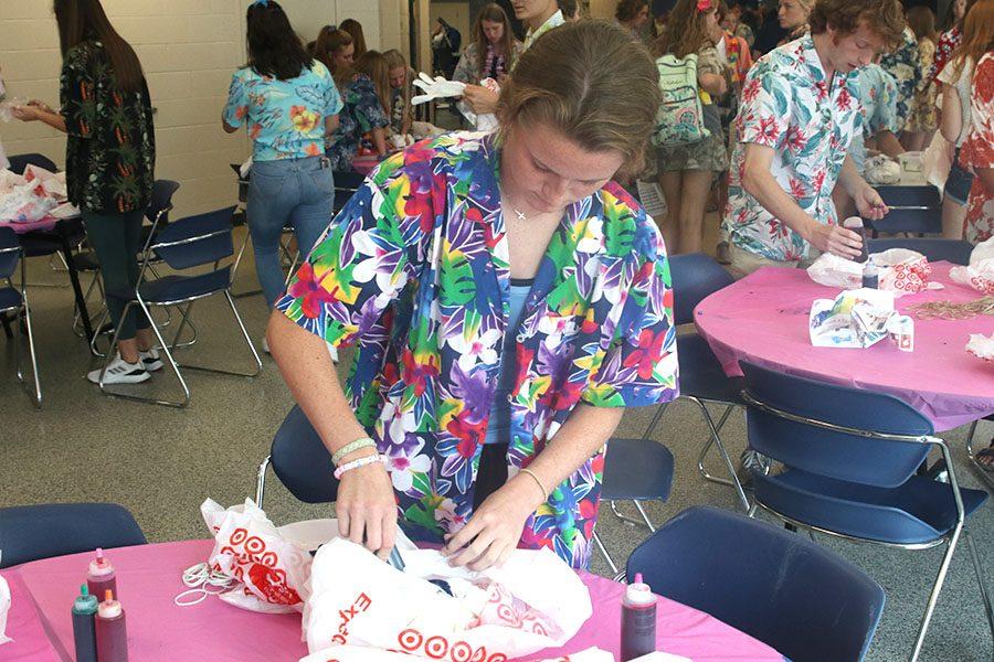 Sophomore Lauren Walker prepares her T-shirt for tie-dying.