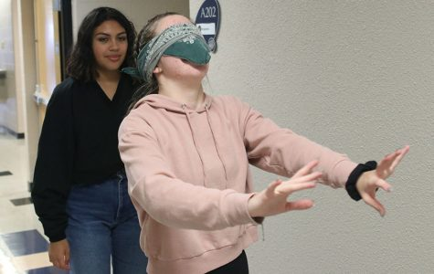 Psychology students participate in blindfold project