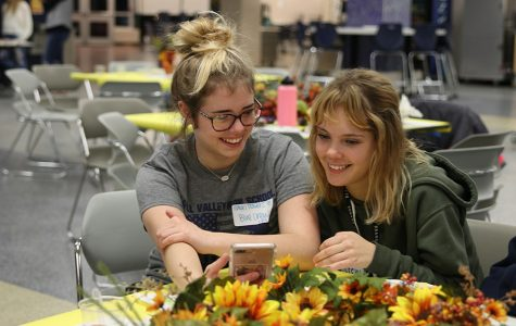 Participating in Quizlet Live at the third annual Clubsgiving held in the commons Tuesday, Nov. 19, sophomore Isabel Travers and junior Makenna Kacsir work as a team to answer the questions.