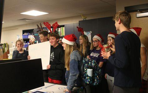 StuCo and choir partake in seminar christmas caroling