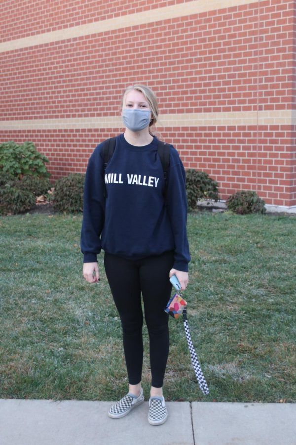 In her comfy Mill Valley sweatshirt, junior Isabel Aerni poses in front of MV.