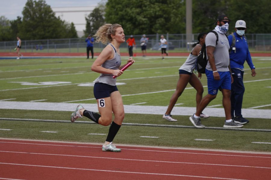 Sprinting to finish the final lap of the race, senior Molly Ricker prepares to finish the 800m leg of the 1600m sprint medley relay. The girls sprint medley relay team took first place with a winning time of 4:22.