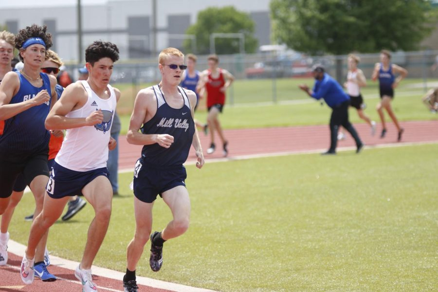 In the front of the pack, senior John Lehan leads the second heat of the 1600m run. Lehan placed fourth overall with a mile time of 4:31.