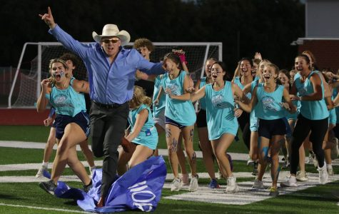 Seniors fall to juniors in annual Powderpuff football game