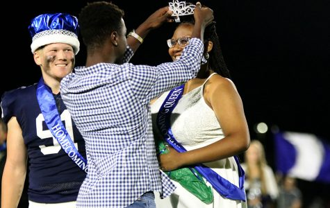 Homecoming king and queen crowned during half-time