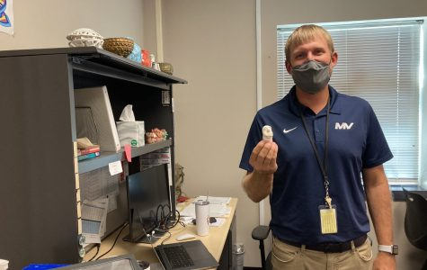 New graphic design teacher adjusts to Mill Valley's atmosphere